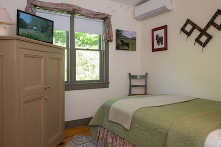 Silver Maple Farm - Sapling Room & Breakfast! - East Chatham - Bed & Breakfast