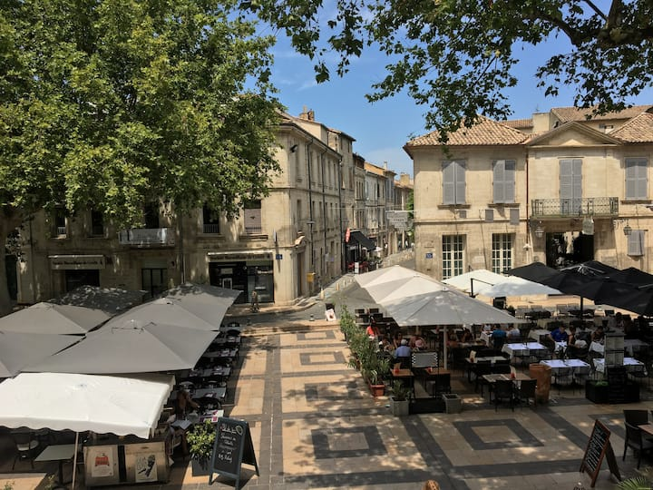Studio climatisé sur une jolie place à Avignon