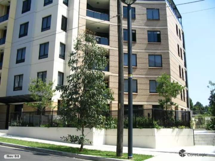 Private room or whole apartment- 3bed 2bath 2car