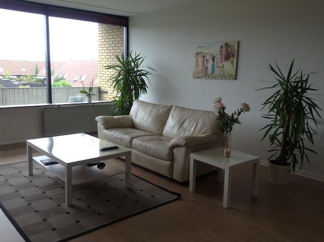 Nice room, next to the sea and train station - Greve - Квартира