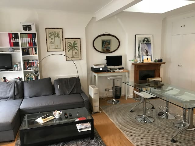 Studio flat heart of South Kensington