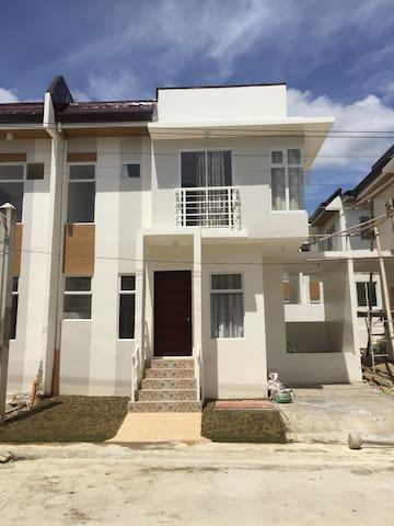 3 BR Fully furnished Townhouse in Minglanilla cebu