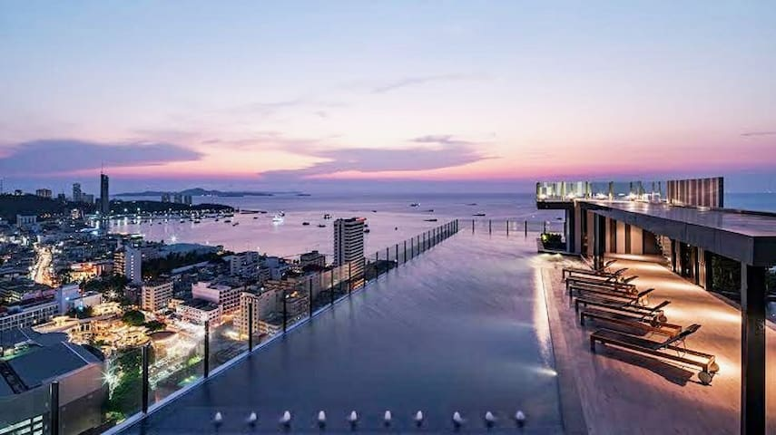 24th Floor, Panoramic sea view, rooftop pool