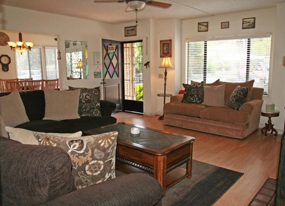 2-410 Tremont_living room_0008