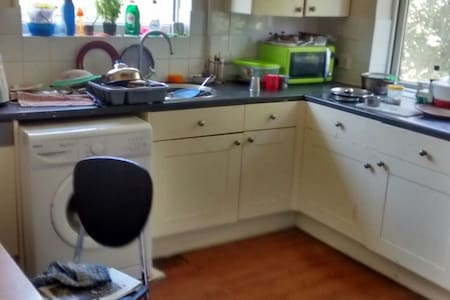 Family friendly Harrow single Room - Harrow