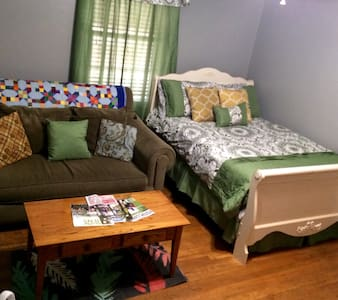 Charming room in Normaltown - Athens