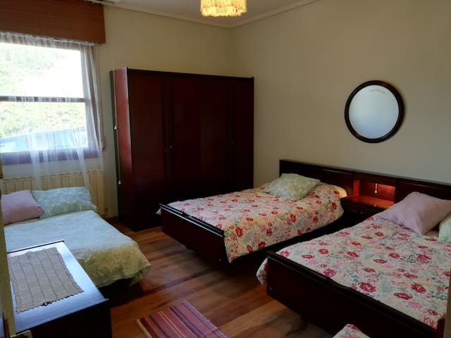 Dormitorio 2 - con 3 camas individuales