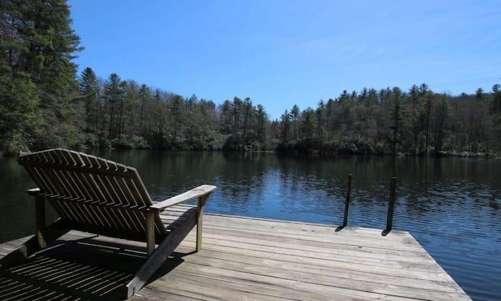 Moondance- Hike / Bike / Golf /Relax w/ Hot Tub