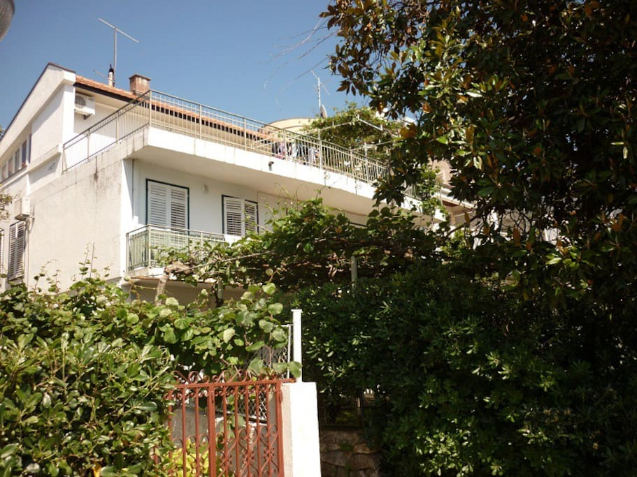 villa Kamelija вид с набережной