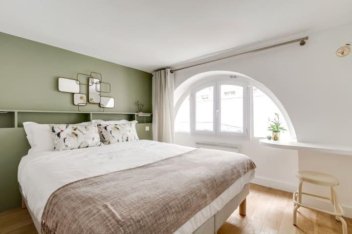 Quiet and design in central 2nd arrondissement
