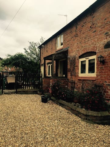 The old stables - Farndon - Maison