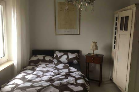 Charmantes Zimmer (ohne Küche)