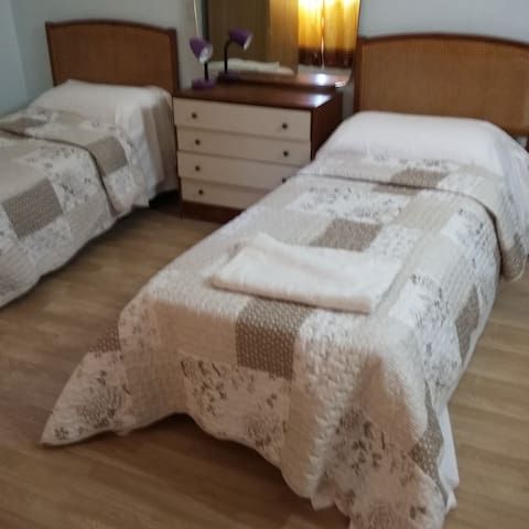 3 or 4 Bed room with shared bathroom