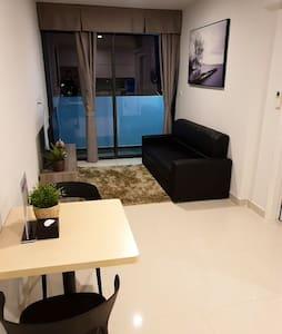1BR Modern & Spacious Home + River City/View