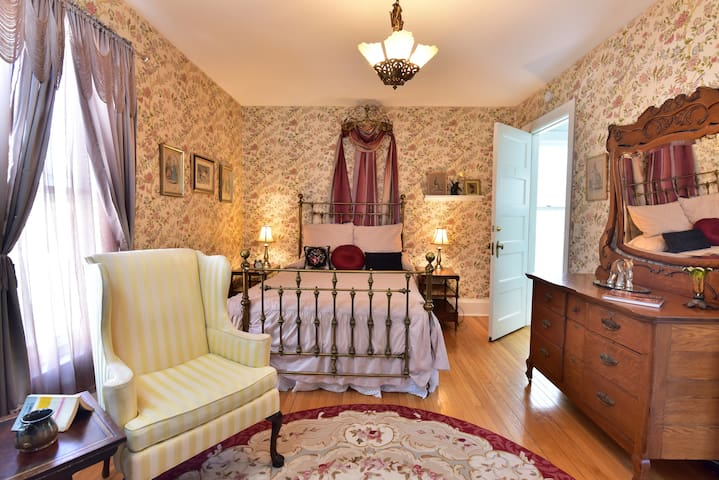 Sally and Richard Room - Ringling House Bed & Breakfast