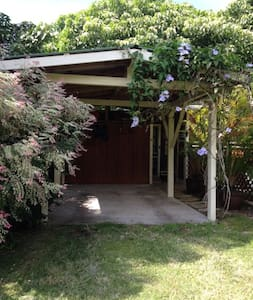 Private Cottage in tropical setting - Captain Cook - House