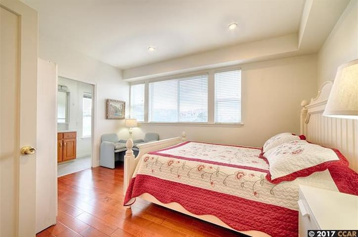 Newly remodeled Cozy 2 bedrooms