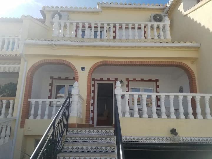 Lovely 3 bed house on complex