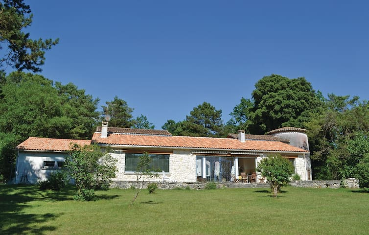 Holiday cottage with 4 bedrooms on 225 m² in Sers