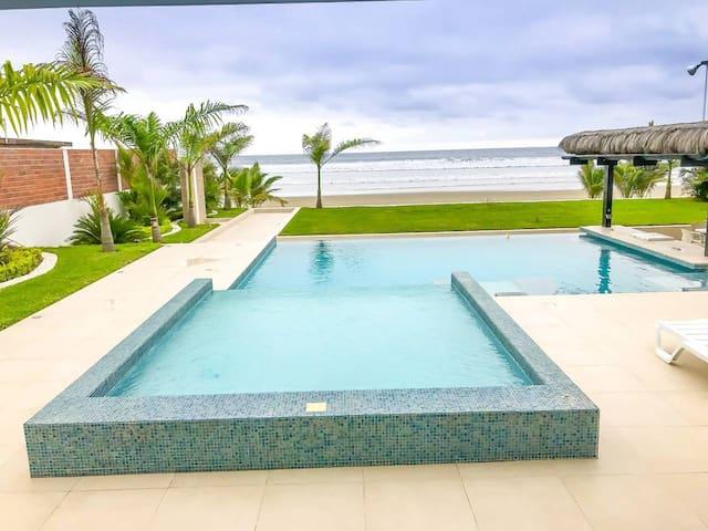 Luxurious Ocean Front vacation Home, Olón-Ecuador
