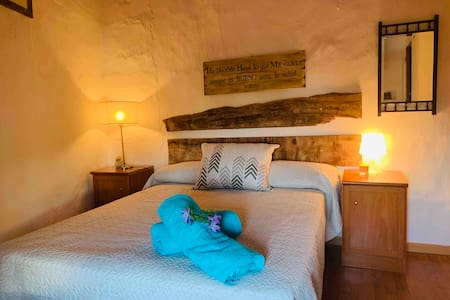 LOVELY BEDROOM WHIT SEA VIEWS CASARES 14 km playa