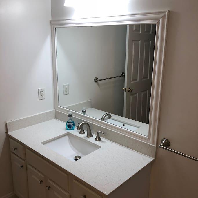 Full Bathroom (1 of 3)