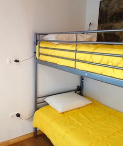 By the sea - two bunk beds room - Ribeira Grande
