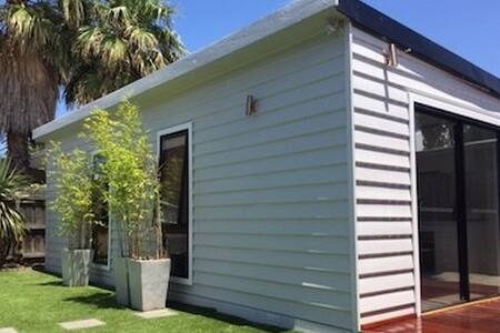 Yarraville Self Contained New & Modern Bungalow - Yarraville - Bungalow