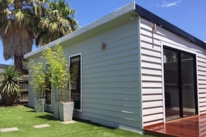 Yarraville Self Contained Modern Bungalow & Patio