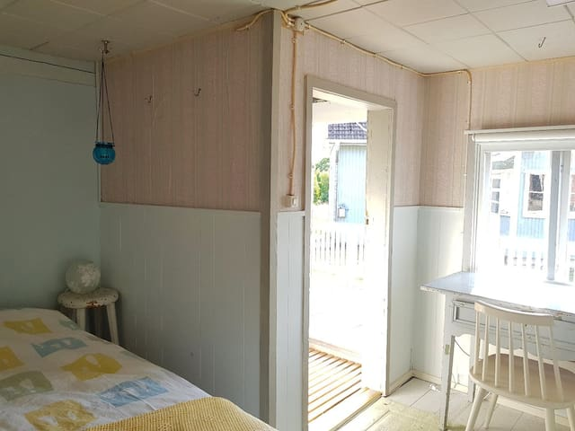 Makuuhuone 2 erillisessä saunarakennuksessa