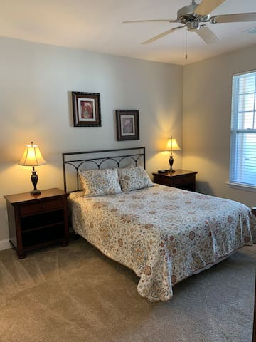 Entire 1 bedroom apartment near Crossroads