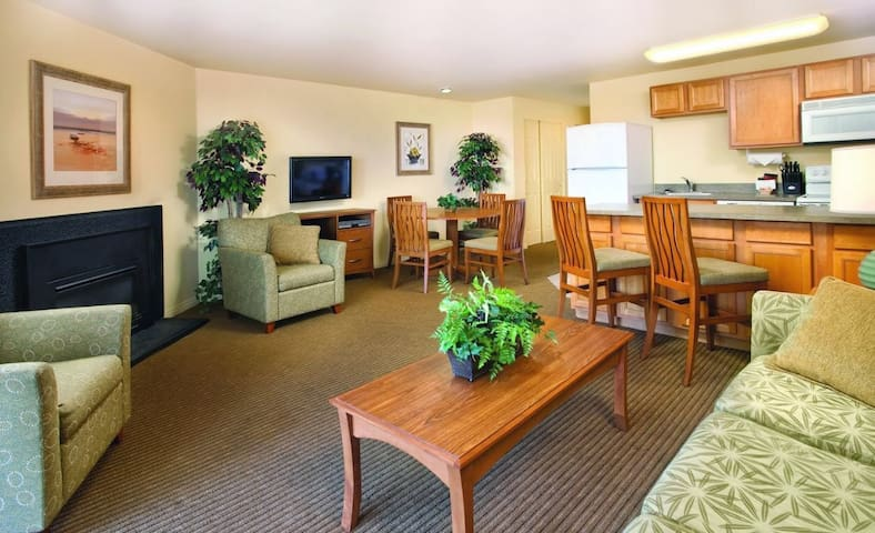 Surfside OceanFront Premium Condo - Oceanside - Apartment