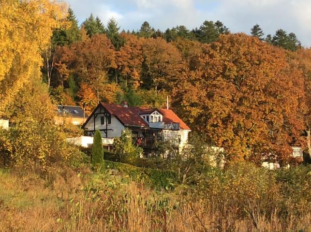 Charmerende Købmandsgård i Funder Ådal - Silkeborg - Dům