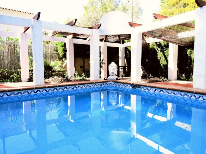 Villa with private pool only steps away from beach