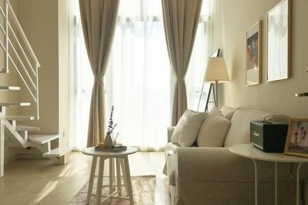 漫漫|Mousse慕斯 【长租优惠】/每客消毒/近地铁口/带投影/生活方便/观音桥九街