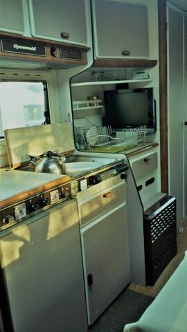 2x hob, sink and fridge