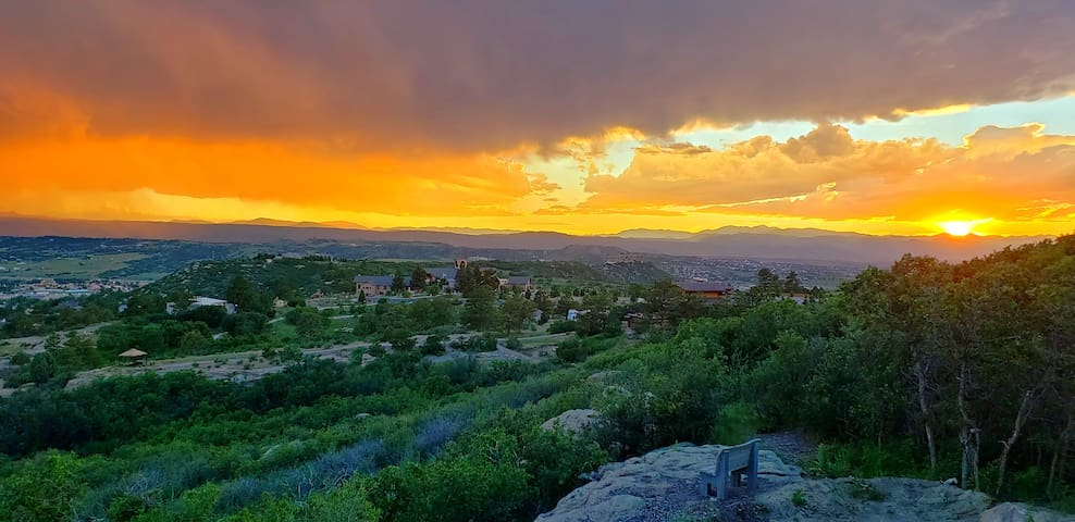 GORGEOUS CASTLE ROCK HOME - EPIC MOUNTAIN VIEWS!