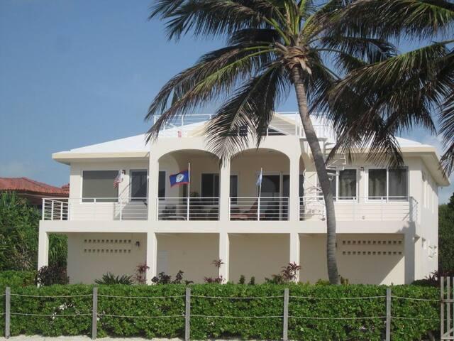Tres Banderas- San Pedro, Ambergris Caye, Belize