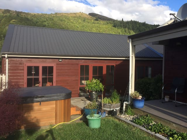 Arrowtown Retreat - a Family Friendly Get-Away - Arrowtown - House