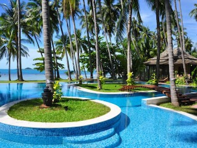 INCREDIBLE BEACHFRONT HAVEN - FOR GROUPS / EVENTS - Ko Samui - Casa de campo