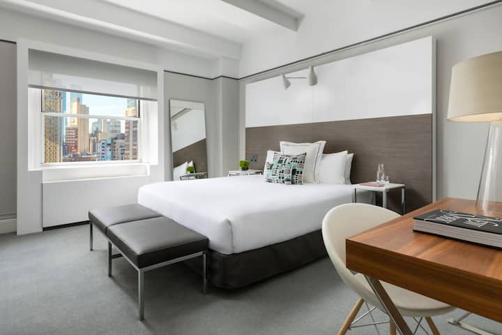 Luxurious King Room in Times Square NYC
