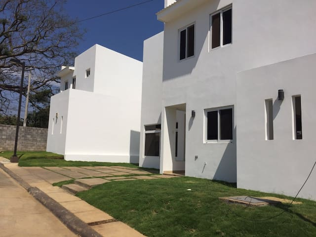 Entire House - Stay in luxurious central, Managua - Managua - Haus