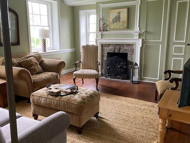 Beautiful Suite on Active Farm--The Roost