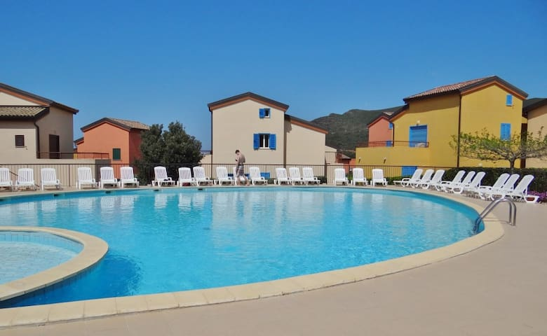 Appt 4 p, piscine, proche mer, plage de Lozari.
