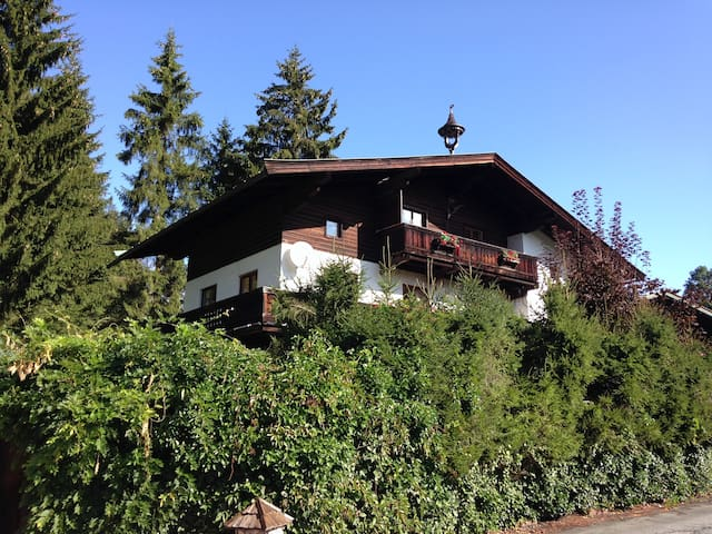 Sunny flat with garden and sauna near Schwarzsee - Kitzbühel - Appartement