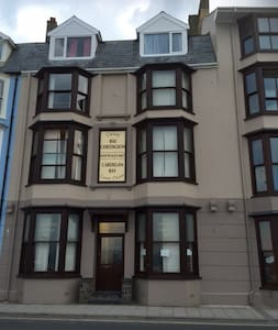 Rear Facing Single Room - Aberystwyth Seafront - 에버리스트위스 - B&B