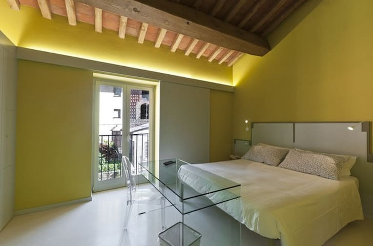 Camera Gialla B&B with WI-FI / AC every confort - Vorno - Inap sarapan