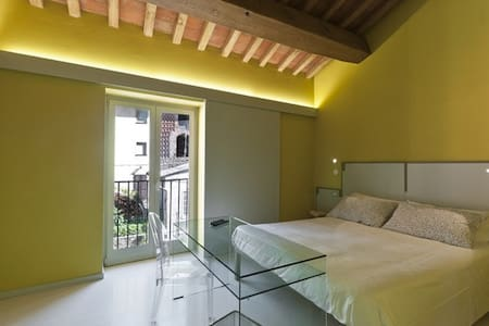 Camera Gialla B&B with WI-FI / AC every confort - Vorno - Bed & Breakfast