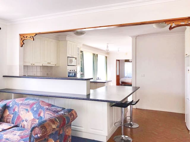 Family home in Prime location Melbourne - Ferntree Gully - Σπίτι