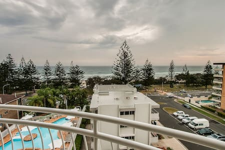 2 Bedroom Burleigh Heads Ocean Beachfront - Burleigh Heads